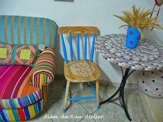 Como customizar e embelezar uma velha cadeira de madeira by ALÉM DA RUA ATELIER/Veronica Kraemer, via Flickr