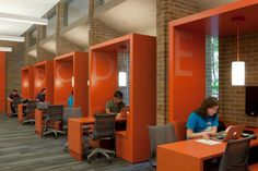 This is an interior design example a library space. Designers employs a more liner sequential system for spatial design. This liner study space works as a guide directing visitor's to experience the library both visually and spatially. Corporate Interiors, Office Interiors, Commercial Design, Commercial Interiors, Public Library Design, Interior Design Awards, University Interior Design, Library Furniture, Bureau Design
