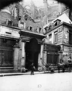 Eugene Atget: Hôtel des abbés de Royaumont, 4 rue du Jour, 1907 -- what a rambling mess that is...