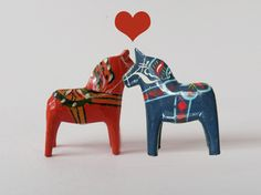 Dala horse love- thought about this as our wedding cake topper:)