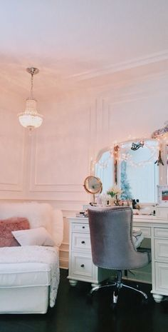 Bohemian Bedroom Decor, Bohemian Interior, Log Home Interiors, Diy Furniture Easy, Vanity Design, Awesome Bedrooms, My Room, Dorm Room, Home Accessories