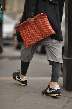 Goyard x Nike? Men's Grooming, Look Fashion, Street Fashion, Womens Fashion, Men's Accessories, Old School Style, Moda Chic, Oldschool, Men Street