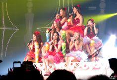 Girls' Generation - World Tour ; Girls and Peace