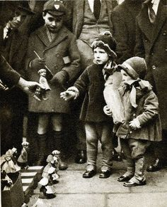 London in the 1920's - street toy sellers, Holborn.