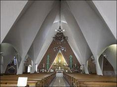 Vista del interior la nave central de la capilla de la Medalla de la Virgen Milagrosa, Mexico City, Felix Candela