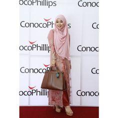 Hijab: Queenze Dress: Kebaya unbranded Sandal: Gosh Nails: Mac Nails Bag: Zara