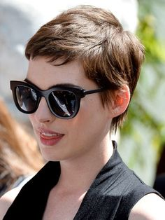 Pixie Haircut in 20 ideas not to be missed Do you want a new trendy haircut for the spring-summer 2018 season? Well, one of the most trendy haircuts this year is the pixie haircut. Very Short Hair, Short Hair Cuts For Women, Short Hairstyles For Women, Cool Hairstyles, Pixie Hairstyles, Summer Hairstyles, Hairstyle Ideas, Asian Hairstyles, Layered Hairstyles