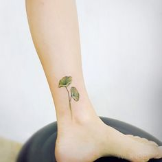Lotus leaves on ankle Ankle Tattoo, I Tattoo, Leaf Tattoos, Cool Tattoos, Artists And Models, Tattoo Models, Art Reference, Tattoo Artists, Body Art