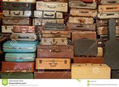 vintage-suitcase-briefcase-26229510.jpg (1300×957)