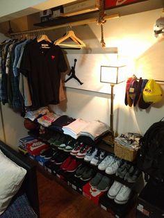¿Has probado este Pin? Bedroom Setup, Room Ideas Bedroom, Closet Bedroom, Bedroom Decor, Ikea Boys Bedroom, Shoe Storage Wardrobe, Wardrobe Design, Closet Storage, Hypebeast Room