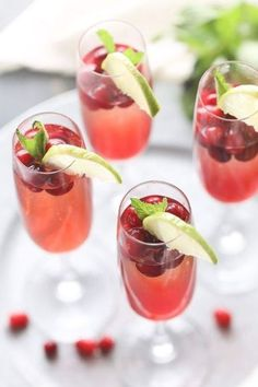 Champagne cocktail recipe with cranberry simple syrup, cranberry juice, vodka and of course champagne! Cranberry Cocktail, Champagne Vodka Cocktail, Cranberry Vodka, Cranberry Recipes, Prosecco, Drinks With Champagne, Vodka Martini, Limoncello, Cape Cod Drink