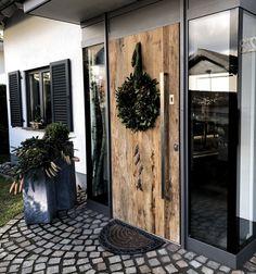 Aluminum front door with old wood - # Aluminum front door .- Aluminium Haustür mit Altholz – # Aluminium Haustür Aluminum front door with old wood – wood # Aluminum front door wood door - Modern Entrance, Entrance Decor, Front Door Decor, Wood Front Doors, Front Door Entrance, House Entrance, Aluminium Front Door, Beautiful Front Doors, Front Door Design