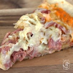 Canned Corned Beef, Cooking Corned Beef, Corned Beef Recipes, Beef Pizza, Reuben Pizza Recipe, Reuben Sandwich, Pizza Pizza, Pizza And Pasta, Recipes