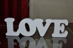 Palavra LOVE em MDF pintada a mão.  Fazemos qualquer palavra e pintamos da cor que desejar.  Valor das palavras é por letra - R$ 15,00 cada.  Medidas: 10 cm de altura X 15 mm de espessura. R$ 60,00