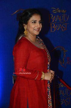 Picture 5 of Vidya Balan Beautiful Bollywood Actress, Beautiful Indian Actress, Beautiful Actresses, Vidya Balan Hot, Kurti Designs Party Wear, Indian Beauty Saree, Beautiful Saree, India Beauty, Indian Wear