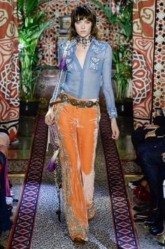 View the complete Roberto Cavalli Spring 2017 collection from Milan Fashion…