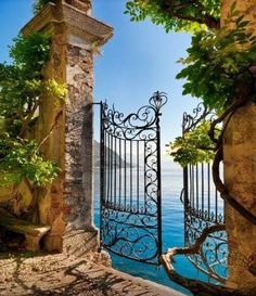 Gate Entry, #LakeComo #Italy!!
