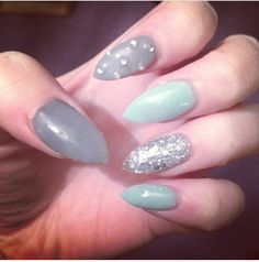 I had these stiletto nails a few weeks back. Gorgeous colours - silver glitter, diamantes, grey & mint
