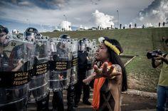 Abril 2017 // As imagens mais marcantes do massacre da polícia contra indígenas em Brasília