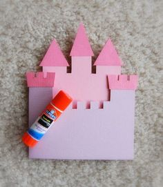 Today I finally put together a tutorial for my Castle Card . The pictures were taken long time ag. Paper Cards, Diy Paper, Diorama Kids, Pink Princess Party, Paper Mache Letters, Pop Up Box Cards, Kids Birthday Cards, Diy Crafts For Gifts, Family Crafts