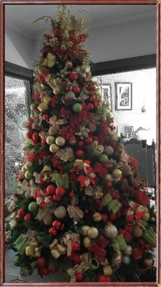 #christmas tree // red - green - golden  Christmas colors  Arbol de #navidad