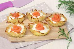 I cestini di patate e salmone cremosi sono una ricetta golosa perfetta da preparare per delle festività natalizie, sono favolosi, farete un figurone!