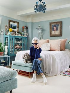 Spent a wonderful, inspiring day with Linda Rodin and Winks for - thx See the full story and all of Linda's amazing things in the Nov issue. Quirky Fashion, Timeless Fashion, Mature Fashion, Advanced Style, Rodin, Easy Home Decor, Fashion Over, 50 Fashion, Womens Fashion
