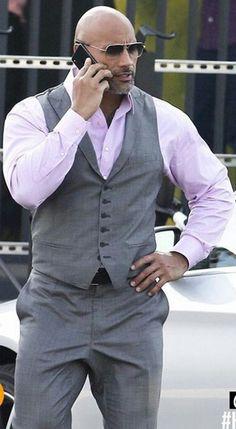 Esse homem é um fenômeno de tão perfeito de tão maravilhoso de tão sexy e lindo. Dwayne Douglas Johnson é o homem mais lindo do planeta