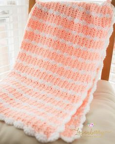 """""""Peaches & Cream"""" Crochet Baby Blanket Pattern Here's a tutorial to make this adorably snuggly soft crochet baby blanket. It's a beautiful pattern that features pretty stripes and finished with a scal"""