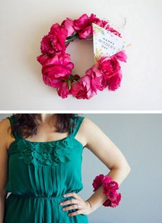 Fresh Flower Bracelet in place of a Mother's Day corsage.   http://prettylifeanonymous.blogspot.com/