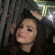 Find images and videos about selena gomez, icon and selena on We Heart It - the app to get lost in what you love. Selena Gomez Fotos, Selena Gomez Pictures, Selena Gomez Style, Alex Russo, Marie Gomez, Her Smile, Queen, Demi Lovato, Role Models