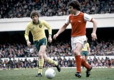 Arsenal 1 Norwich City 1 in Dec 1979 at Highbury. Brian Talbot has the ball as Martin Peters watches for a mistake #Div1