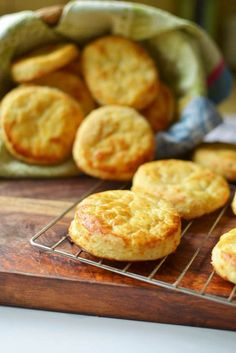 Buttermilk Cheddar Cheese Biscuits - The Little Ferraro Kitchen Fun Baking Recipes, Easy Delicious Recipes, Yummy Food, Cheddar Cheese Biscuits Recipe, Biscuit Recipe, Best Food Photography, No Cook Desserts, Russian Recipes, Fabulous Foods