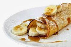 2 claras; 1 ovo; 3 colheres de sopa de aveia em flocos finos ou farelo de aveia; 1 banana; canela à gosto; adoçante à gosto; mel à gosto.