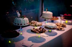Cake potluck: ask family members to bake their signature sweets | Offbeat Bride