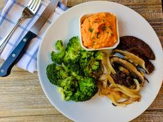 Grilled Portobello Mushroom Steaks paired with a white bean and sweet potato mash and simple steamed broccoli makes for a delicious vegetarian meal. Stuffed Portabello Mushrooms, Steak And Mushrooms, Grilled Mushrooms, Frozen Broccoli, Steamed Broccoli, Grilled Portobello, Tasty Vegetarian Recipes, Mashed Sweet Potatoes, White Beans