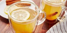 Choose either honey or brown sugar to sweeten this Honey-Mulled Apple Juice. Ginger Apple, Apple Tea, Ginger Tea, Mulled Apple Juice, Christmas Cheese, Fall Dinner Recipes, Citrus Juicer, Hot Toddy, Caramel Apples