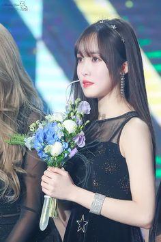 Kpop Girl Groups, Korean Girl Groups, Kpop Girls, Gfriend Yuju, Cloud Dancer, Golden Disk Awards, Fandom, Summer Rain, G Friend