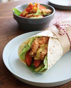 치킨 토르티야랩 (3인분) 여유로운 주말 아침, 정성을 더한 색다른 브런치 메뉴를 만들어봤어요~ 집에서 만들어 더욱 바삭한 치킨과 풍성한 야채들이 어우러진 치킨 토르티야랩! 가족들...