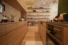 Japanese Home Design, Japanese House, Kitchen Countertops, Kitchen Cabinets, Living Room Nook, Japanese Kitchen, New Kitchen Designs, Kitchen Styling, Home Renovation