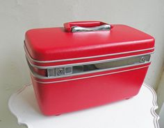 Vintage Samsonite cherry red vinyl train case