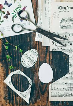 Decorazioni pasquali fai da te per la casa con la carta Make Your Own, Make It Yourself, How To Make, Vintage World Maps, Paper Crafts, Easter, Symbols, Letters, Creative