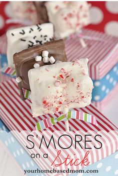 S'mores on a stick by Your Home Based Mom on iheartnaptime.net ...these would make the cutest neighbor gifts! #holidaytreats Click for recipe.