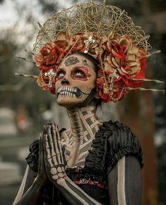 Day of the dead La Catrina Sugar Skull - Sugar Skulls - Halloween Sugar Skull Makeup, Sugar Skull Art, Sugar Skulls, Sugar Skull Costume, Halloween Kostüm, Halloween Costumes, Vintage Halloween, Skeleton Costumes, Halloween Skeletons