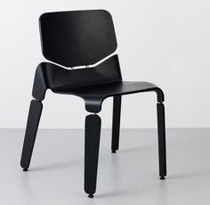 Italian designer Luca Nichetto designed the Robo Chair for the Swedish manufacturer OFFECCT.