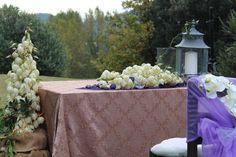 En el jardín, uno de los espacios disponibles para realizar una boda. Junto a la piscina,  con unas vistas espectaculares sobre el valle.