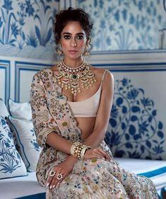 New Bridal Poses Indian India Ideas Indian Gowns, Indian Fashion Dresses, Indian Designer Outfits, Indian Attire, Asian Fashion, Lehenga, Anarkali, Sarees, Sabyasachi