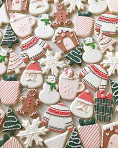 Christmas Cookie Round Up Christmas week is here which means there'. Christmas Sugar Cookies, Christmas Sweets, Christmas Mood, Christmas Goodies, Holiday Cookies, Holiday Treats, Fancy Cookies, Iced Cookies, Cute Cookies