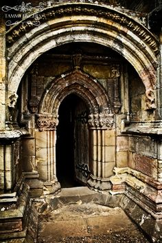 Wonder if this is the church in divinci code? England And Scotland, Edinburgh Scotland, Ancient Architecture, Architecture Details, Rosslyn Chapel, Gates, Scottish Castles, Knights Templar, Medieval Castle