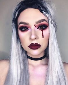 """When the highlight is so blinding your eyes start to bleed 🙀"" - Details: Highlight: PINK and PEACH from Opals Eyes: Palette Lips: WICKED Velvetine disfrases faciles Halloween Makeup Blood, Bloody Halloween, Halloween Eyes, Halloween Looks, Halloween Costume Makeup, Disney Costume Makeup, Women Halloween, Demon Makeup, Creepy Makeup"